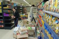 Fizyczna praca w Holandii dla par wykładanie towaru na półki bez języka holenderskiego