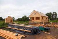 Holandia praca na budowie przy stawianiu domków letniskowych, Emmen