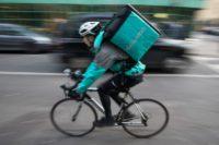 Gastronomia oferta pracy w Holandii jako dostawca jedzenia na rowerze, Amsterdam